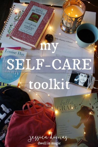 Everything I keep in my self-care toolkit, a personal collection of items that relax and ground me #selfcaretips #selfcareideas #selfcareblogger #selfcare #selfcareroutine #selfcarekit #selfcaretoolkit