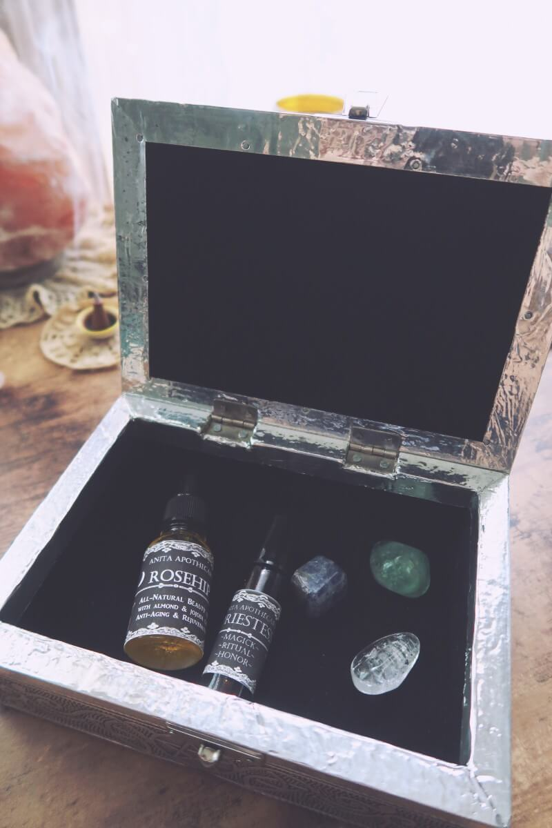 Inside the Priestess Box from Anita Apothecary #subscriptionbox #witchybox #witchythings #witchcraft #witchywoman #anitaapothecary #dwellinmagic